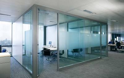 Офисные двери из стекла