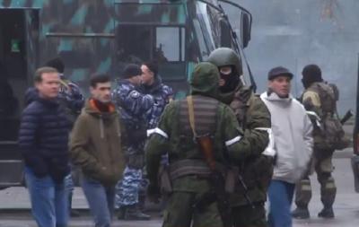 Центр Луганска. бронетехника и террористы