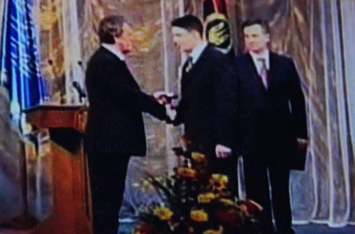 Главарь «ЛНР» получил награду Украины отпрезидента— Вот это поворот