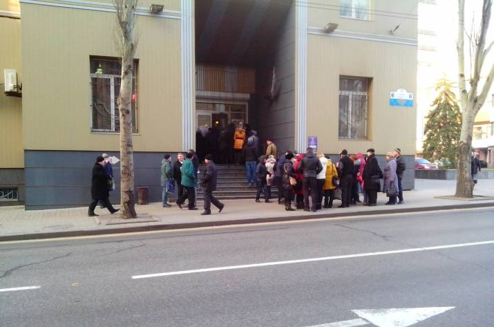 В Донецке очереди за
