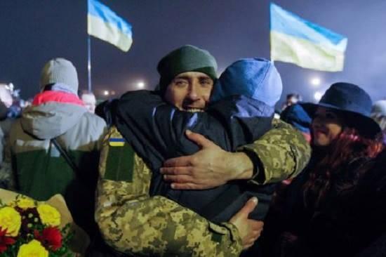 Освобожденным из плена боевиков выплатят по 100 тысяч гривен