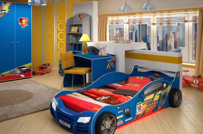 детская комната и кровать в виде машинки