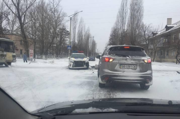 В Рубежном произошло ДТП при участии автомобиля полиции