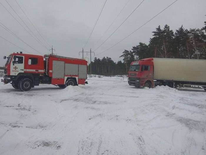 На Луганщине из-за непогоды застряла фура весом 36 тонн