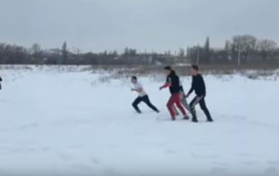 В оккупированной Горловке подростки устроили массовую драку, прихватив гранату (видео)