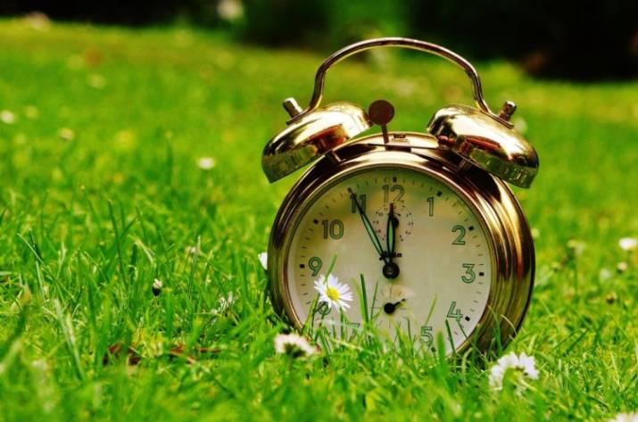 Переход налетнее время: вгосударстве Украина переводят часы