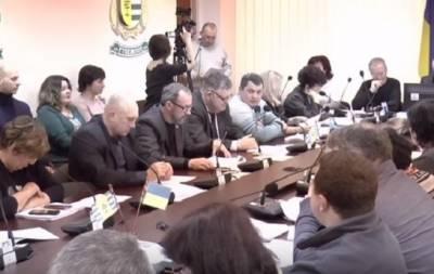 В Рубежном на сессии горсовета побывали сапёры и полицейские с собаками