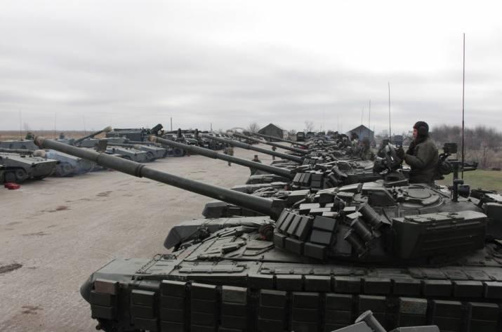 В сети показали танки оккупантов в Луганске (фото)