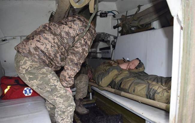 Обстрел реанимобиля на Донбассе: ранена медик с позывным