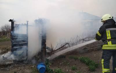 В частном дворе на Луганщине произошел пожар