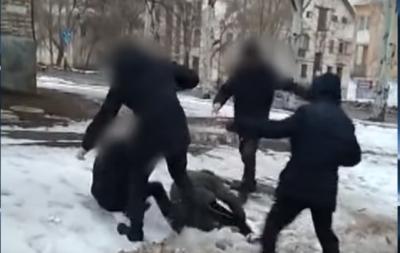 В Донецке группа подростков избивала прохожих и снимала это на видео