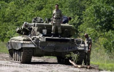 По Луганску прошла большая колона танков