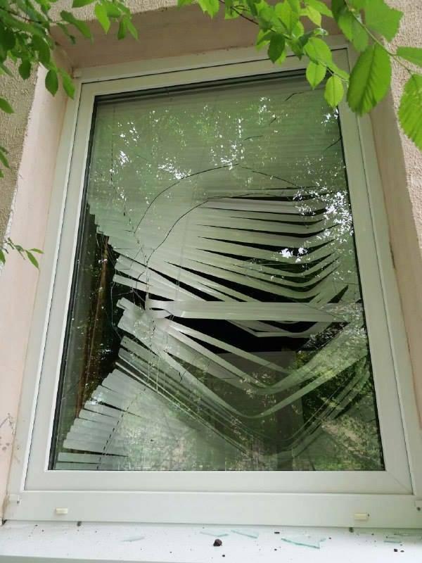 В Северодонецке мужчина бил окна местных жителей (видео)