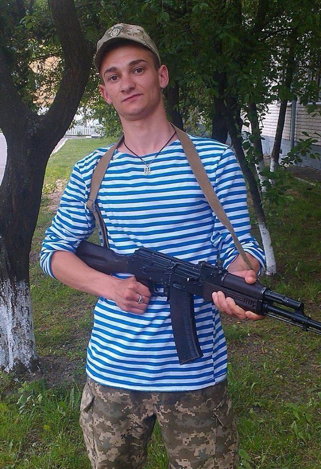 Военный медик получил смертельное ранение в Донбассе, когда вытаскивал раненого украинского бойца из-под обстрела.