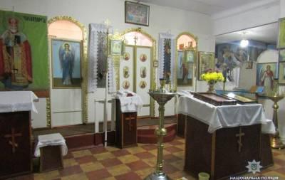 Белокуракинскими полицейскими был разоблачен 27-летний ранее судимый мужчина, которого подозревают в грабеже ювелирных изделий из Свято-Георгиевского храма, расположенного в с. Курячевка.
