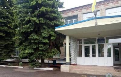 В с. Новоукраинка (Марьинский район Донецкая область) в школе неустановленная личность на перемене распылила слезоточивый газ.