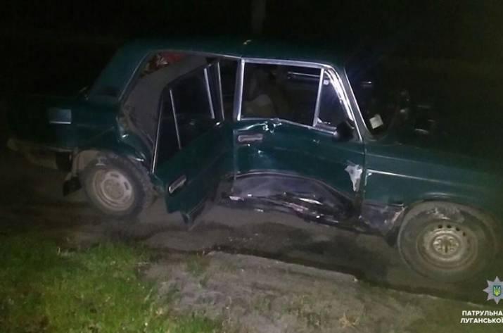 В Северодонецке минувшей ночью нетрезвый водитель автомобиля ВАЗ 2106 спровоцировал ДТП, пренебрегая правилами дорожного движения.