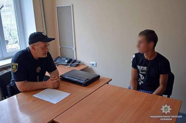 В Великой Новоселке (Донецкая обл.) участковый офицер спас 18-летнего парня, который прыгал с моста