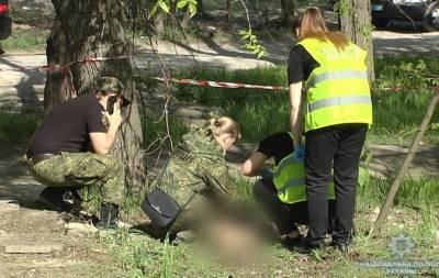Жители Мариуполя сообщили в полицию о том, что обнаружили тело мужчины с видимыми телесными повреждениями.