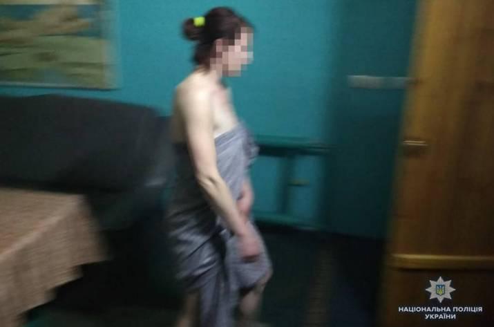 Сотрудники Управления по борьбе с преступлениями, связанными с торговлей людьми, разоблачили и задержали 44-летнюю женщину, которая организовала бордель в одной из саун Северодонецка.