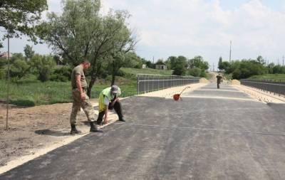 В Троицком Луганской области, расположенном недалеко от линии разграничения, вскоре будет готов к эксплуатации восстановленный мост.