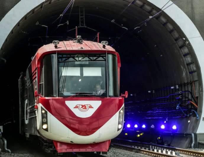 В Закарпатье открыли Бескидский туннель