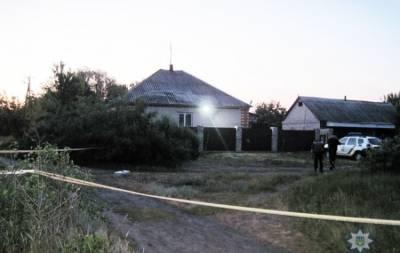 В ночь на 5 июня неустановленные лица забросали гранатами двор частного жилого дома.