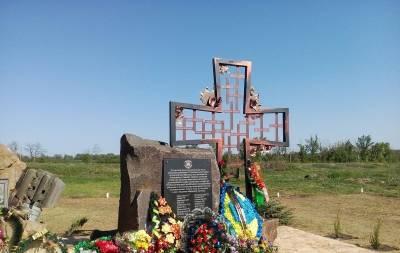 На Луганщине установили памятник погибшим воинам АТО