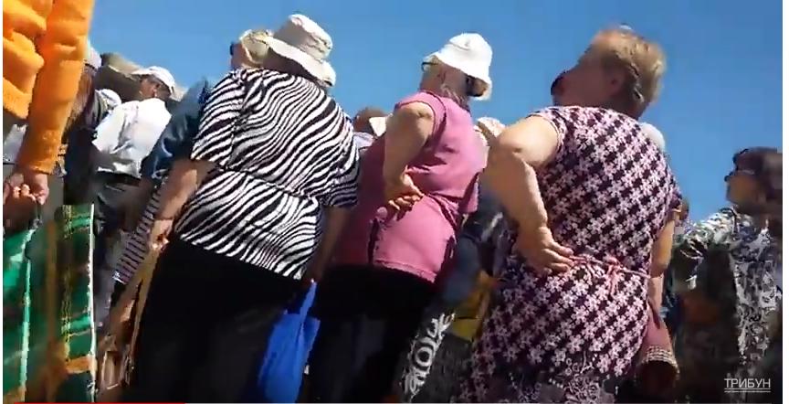 Как выглядит очередь на КПВВ в Станице Луганской (видео)