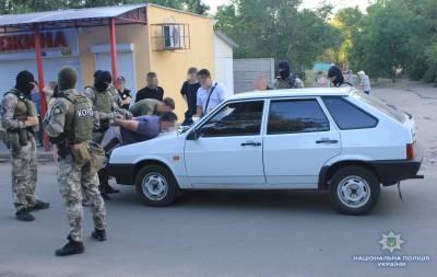 Полиция показала видео задержания группы вымогателей в Северодонецке