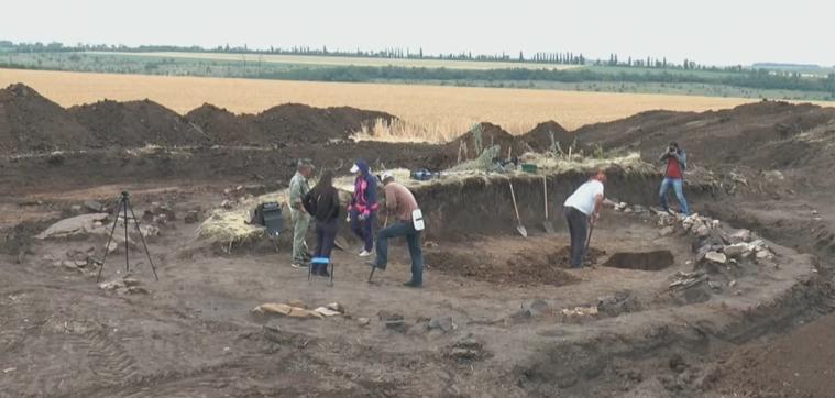 На Донбассе нашли древнее захоронение и редкие артефакты (видео)
