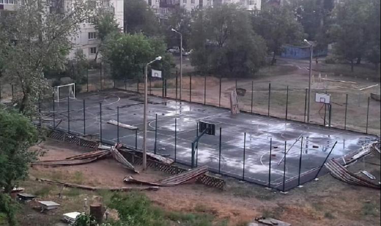 Ураган в Рубежном: Хортив обратился к горожанам (видео)
