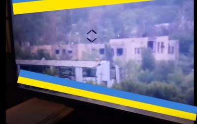 Выпускай птичку: на Донбассе ВСУ с одного выстрела уничтожили позицию боевиков (видео)