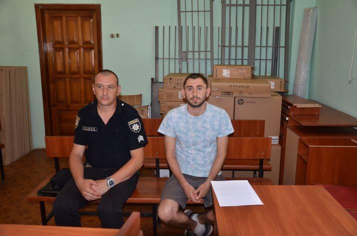 28-летний гражданин Грузии получил административный протокол за нарушение требований ст. 203 КУоАП (Нарушение иностранцами и лицами без гражданства правил пребывания в Украине и транзитного проезда че