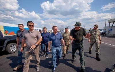 Глава Донецкой областной военно-гражданской администрации Александр Куць посетил КПВВ «Марьинка» для проверки результатов проведённых ремонтных работ.