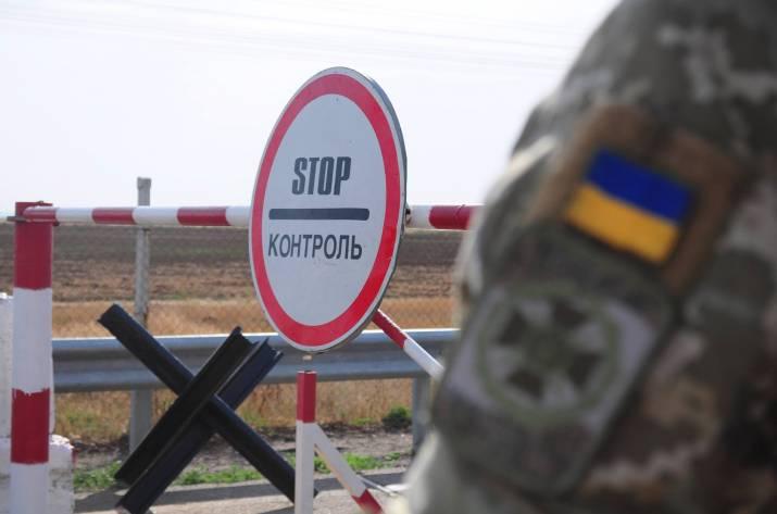На Донбассе временно приостановили движение через КПВВ