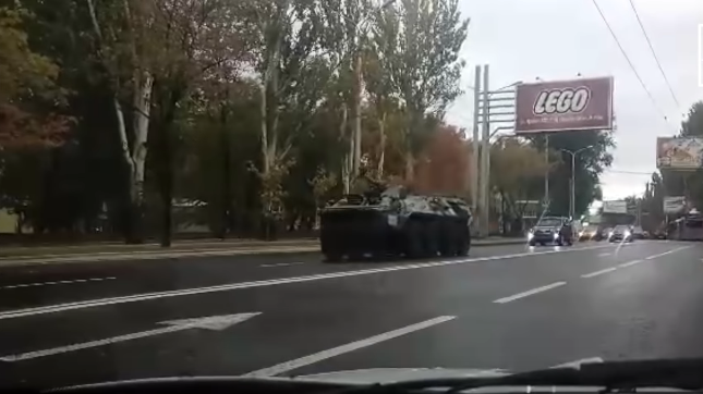 Боевики гоняют технику по Донецку: опубликовано видео
