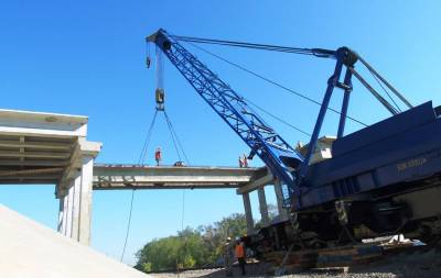 Продолжается восстановление моста, соединяющего Луганскую и Донецкую области