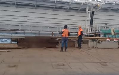 Крымский мост рушится: публикуем свежие кадры (видео)