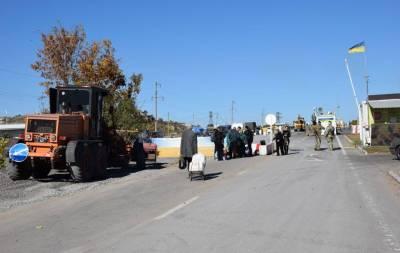 В Донецкой области продолжают обустраивать КПВВ «Новотроицкое». Движение осуществляется с затруднениями, однако бесперебойно.