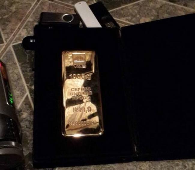 У матери Бережной обнаружили письмо к Лаврову и слиток золота