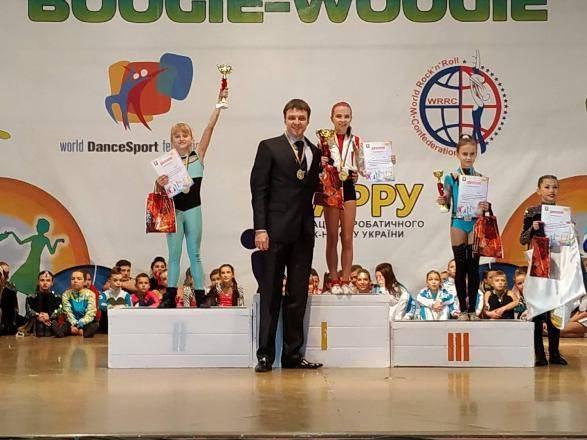 В Днепропетровской области состоялся чемпионат Украины по акробатическому рок-н-роллу среди пар и команд.