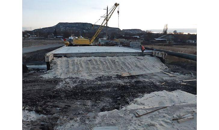 С сегодняшнего дня, 6-го декабря, в Добропольском районе всем видам транспорта запрещено ездить по автодороге через село Анновка. Выполняются работы по устройству подъездных путей к мосту.