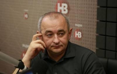 Главный военный прокурор Украины Анатолий Матиос, считает, что беглый экс-президент Виктор Янукович не выедет за пределы России. Об этом он завил в интервью радио