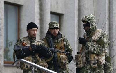 БТР, патрули и много автоматчиков: в сети рассказали о ситуации в Донецке