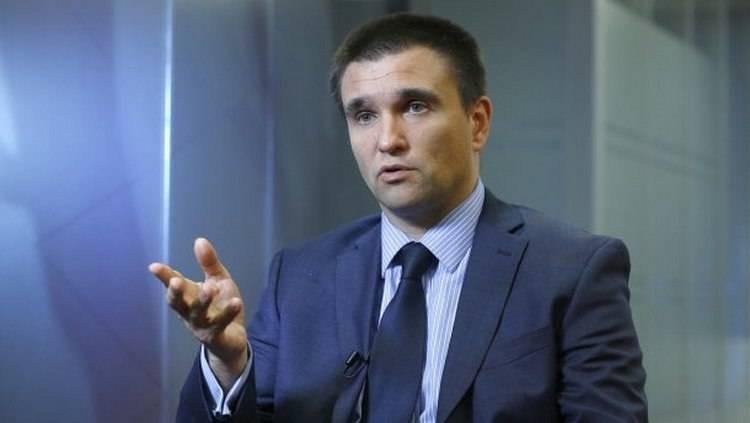 Министр иностранных дел Украины Павел Климкин объяснил причину закрытия избирательных участков на территории посольств в России. Об этом он сообщил в своём блоге на сайте
