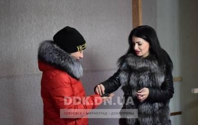 Переселившаяся из Авдеевки в Родинское (Покровский район) Ирина Осадчая получила квартиру благодаря местному городскому совету. Об этом сообщает сайт