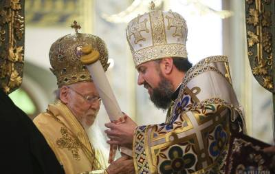Томос об автокефалии Православной церкви Украины на днях вернут обратно в Стамбул для того, чтобы все члены Синода Вселенского патриархата под ним подписались.