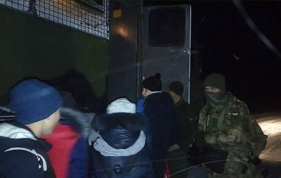 В Донецкой области военнослужащие Национальной гвардии спасли детей, застрявших на дороге из-за снежной бури. Об этом сообщает Штаб Операции Объединённых сил на своей странице в Фейсбуке.