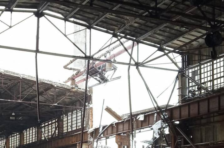 На Алчевском меткомбинате обвалилось 900 квадратных метров крыши (фото)